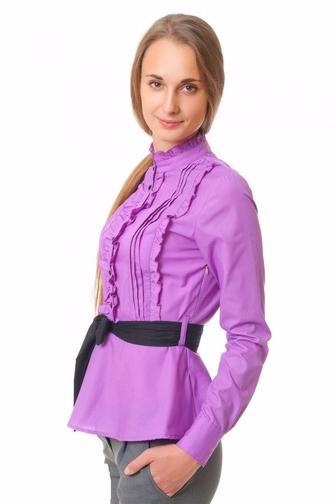 Блузка сиреневая с рюшами и складками