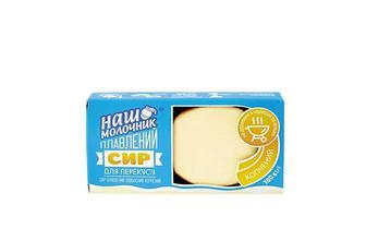 Сир плавлений ковбасний копчений, 30% Наш Молочник 180 г